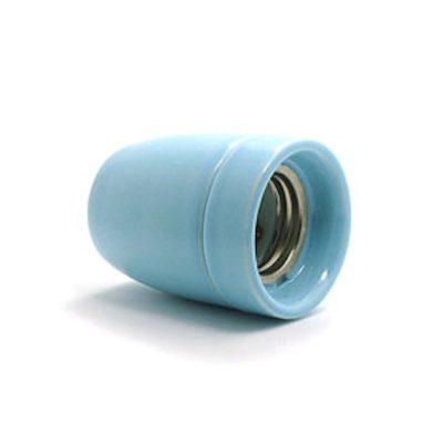 Kvalitná porcelánová objímka E27 • slabo modrá (1)