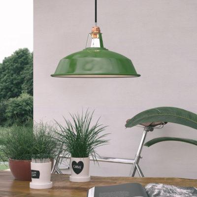 Vintage kovové tienidlo v lesklej zelenej farbe s bielym vnútrom, priemer 38cm (2)