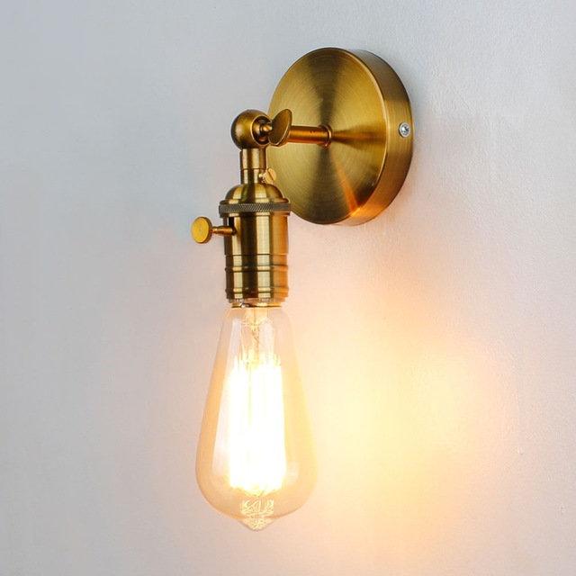 Jednoduché stropné a nástenné svietidlo v staro zlatej farbe so spínačom