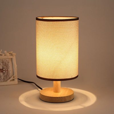 Stolová-lampa-s-tienidlom-vyrobená-z-dreva-so-stmievačom-2