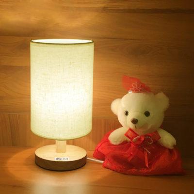 Stolová-lampa-vyrobená-z-dreva-so-stmievačom.-Hľadáte-stolové-lampy-Ponúkame-vám-stolové-lampy-všetkých-druhov-farieb-tvarov-a-dizajnov-1